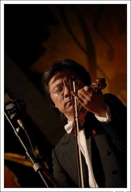 [乐评.赏析] 薛伟:小提琴曲《爱的致意》--一幅纯美温馨的爱情画卷