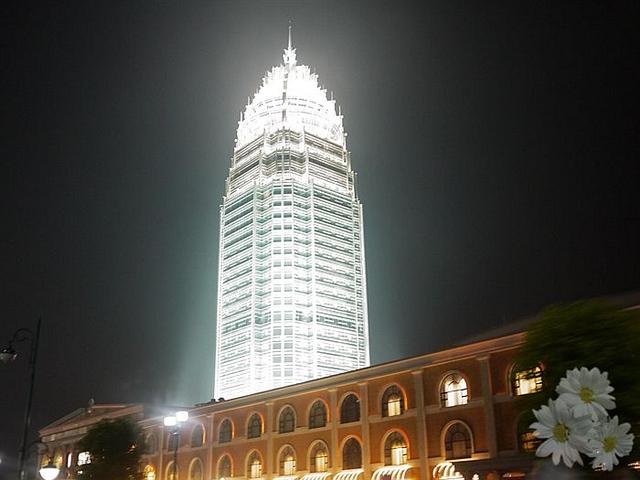 这是临沂的六星级宾馆,看起来的确很豪华,跟临沂这座城市很高清图片