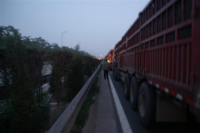实拍京藏高速大堵车 真的是好壮观啊 组图